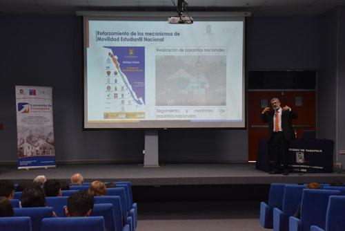 Foto Noticia Director de Docencia hablando sobre el proyecto UTA 1501